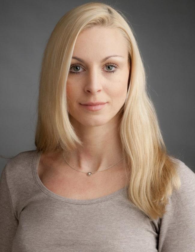 FÖRE<br>NAMN: Maria Hedkvist ÅLDER: 30 GÖR: Sjuksköterska. BOR: Stockholm. FAMILJ: Katten Diana.