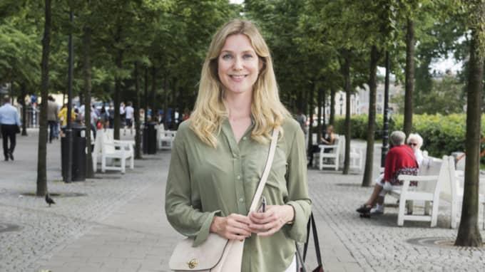 """Hur mycket pengar lägger du totalt på din semester?"""" Lotta Karlsson, 32, it-projektledare, Stockholm: """"Det kan säkert bli mellan 30.000-50.000 kronor för två veckor utomlands inklusive allt för vår familj på tre personer. Men om vi ska vara hemma i Sverige då blir det såklart mycket billigare."""" Foto: Ann Jonasson"""