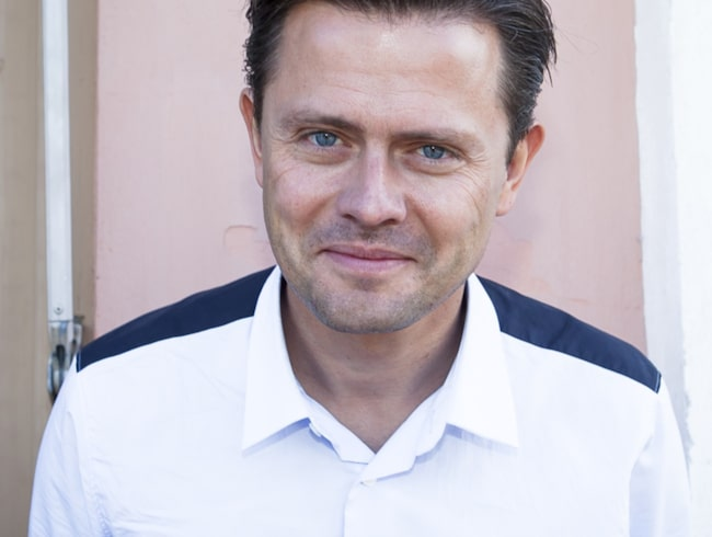 Fredrik Wikingsson – en av kändisarna som valt bort bensin.