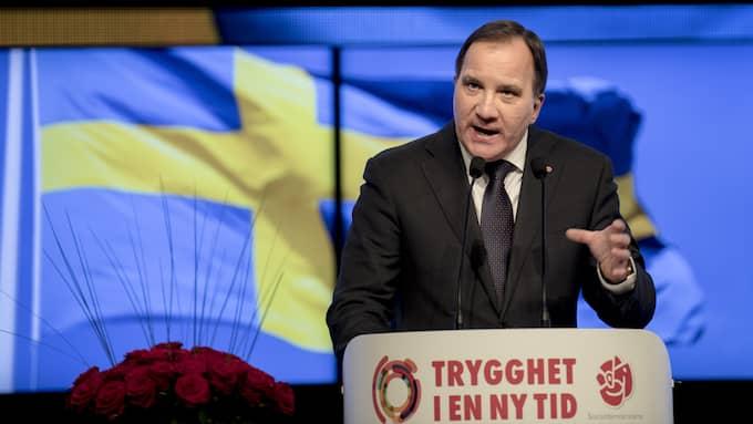 Stefan Löfven talar framför en svensk flagga vid Socialdemokraternas kongress i Göteborg våren 2017. Foto: BJÖRN LARSSON ROSVALL/TT / TT NYHETSBYRÅN