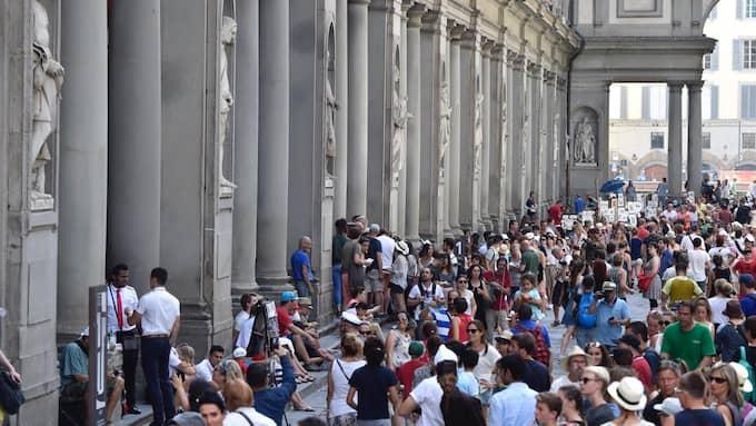 Konstmuseet Uffizierna i Florens i Italien tvingades evakuera när luftkonditioneringen slutade fungera. Foto: MAURIZIO DEGL'INNOCENTI / AP TT NYHETSBYRÅN
