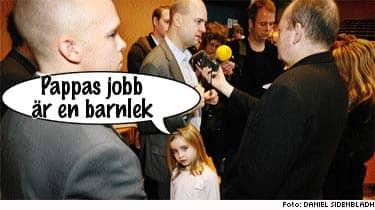 Vadå statsminister? Det där är ju min pappa! Ebba Reinfeldt, 6, följde i går med när pappa Fredrik talade vid moderaternas flerlänskonferens i Gävle.
