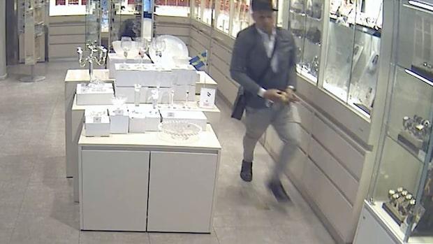 Här länsar rånarna montern på Guldfynd – jagas av polis