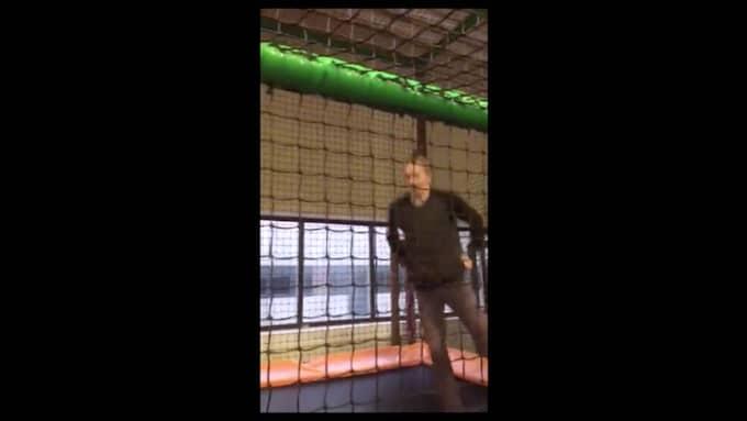"""I programmet """"Sofias änglar"""" visas en sekvens där Jimmi hoppar studsmatta. Klippet är taget vid ett annat tillfälle. Foto: Kanal 5"""