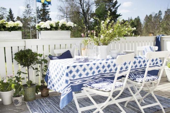 Ljuvliga toner i blått och vitt på uteplatsen Altan& balkong Expressen Leva& bo