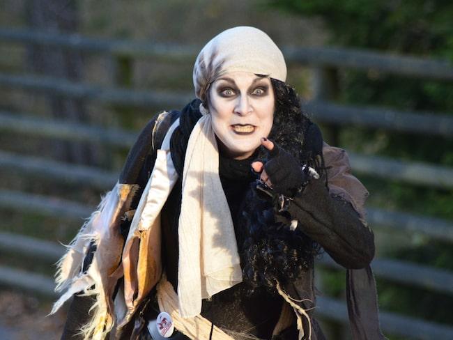 Besöket på Kolmården innehåller spöklika upplevelser, ett specialskrivet Halloween-skådespel och eldshow.