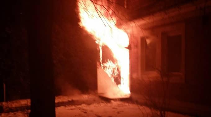 Branden startade i en radhuslänga. Foto: André Tajti/topnews.se