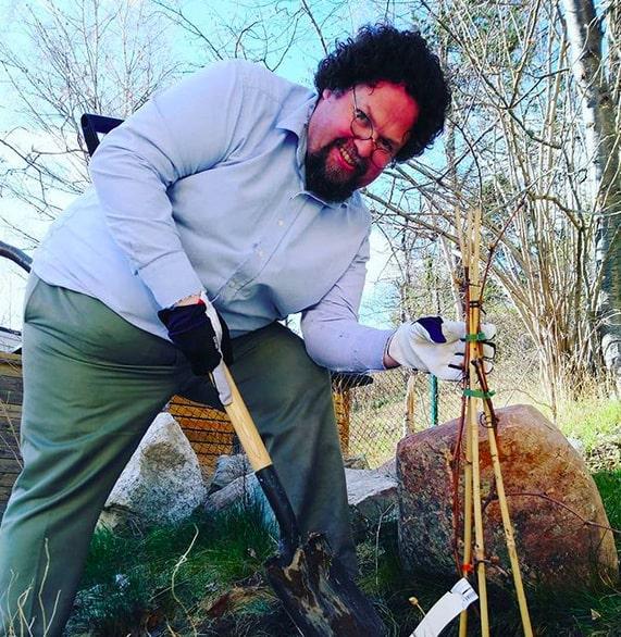 Att bo i hus med trädgård kräver en del arbete...
