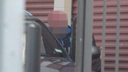 Bilden på den huvudmisstänkte 38-åringen togs av polisens spanare när han och några andra män lastade ut stulna datorer från ett förråd i Malmö. Datorerna skulle forslas till Polen men beslagtogs av polisen. Foto: Polisen