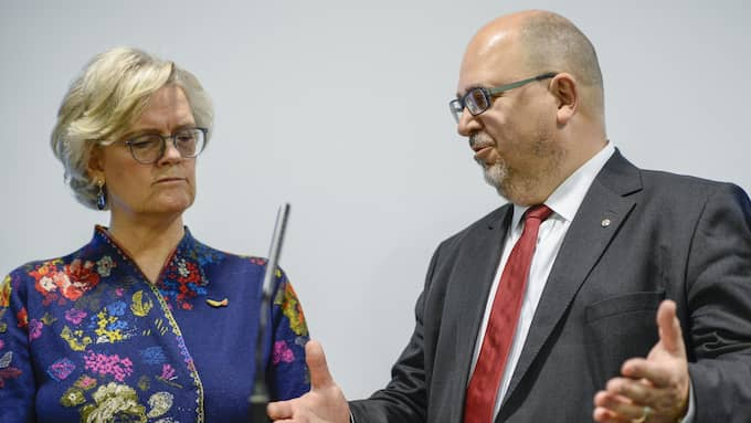 Carola Lemne, vd Svenskt Näringsliv, och Karl-Petter Thorwaldsson, LO-ordförande, har något skilda åsikter om den nya pensionsöverenskommelsen. Foto: / TT NYHETSBYRÅN