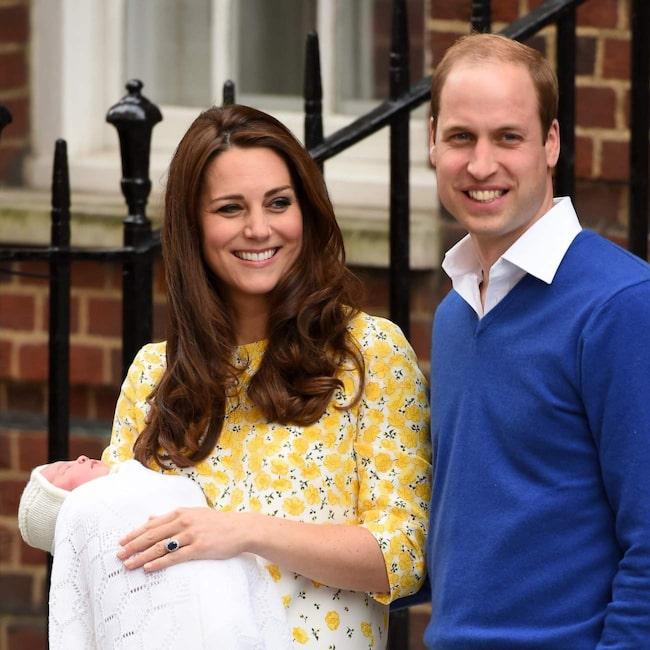 Kate Middleton strålade i kapp med prins William när hon presenterade den nyfödda flickan för folket som samlats utanför sjukhuset. Att hon fött barn bara timmar tidigare var svårt att tro.