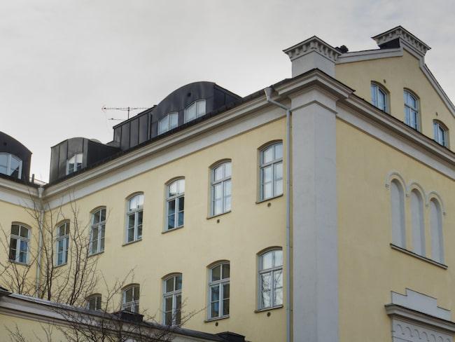 Stenhus. Fängelset i Västerås gjordes om till lägenheter när anstalten stängde 1998. Malin och Johan har en trerummare på baksidan.