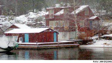 Björn Ulvaeus och hans fru Lena har köpt miljonhuset i skärgårdsidyllen Viggsö för att kunna umgås mer med familjen. Det blir skönt, säger Lena.