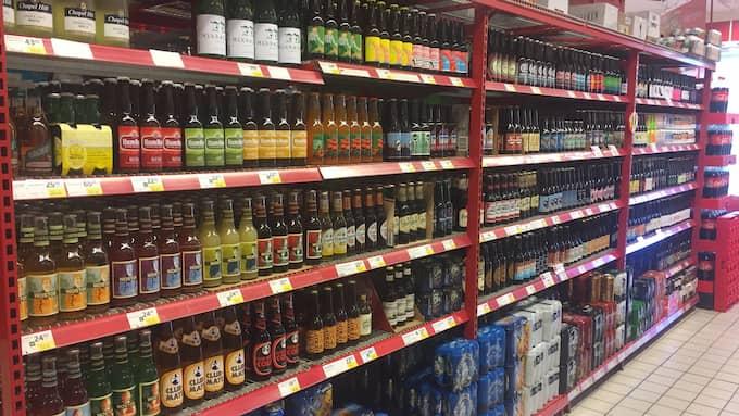 Ölhyllan med mer än hundra sorter har blivit Mikael Perssons specialprojekt. Foto: Privat