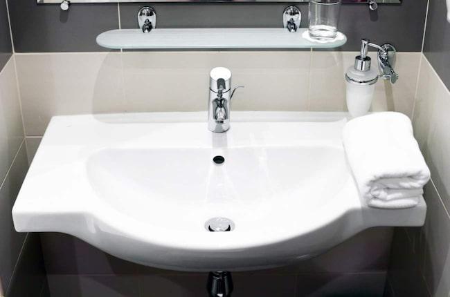 Städa badrum u2013 så fixar du det på en kvart Husmorstips Expressen Leva& bo