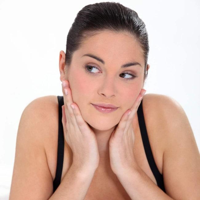 <span>Koll på vad serum är - och vad det gör med din hud? Experten guidar här till allt du behöver veta om de populära dropparna!</span>