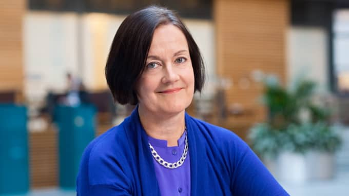 Ingela Gabrielsson, privatekonom på Nordea, menar att det inte är fel att använda sig av sin buffert i fattiga tider om man har sparat en stor buffert. Foto: Pressbild