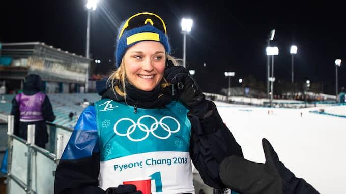 Stina Nilsson i telefonen efter guldet. Foto: PETTER ARVIDSON / BILDBYRÅN