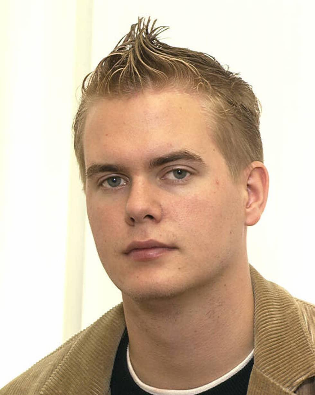 2003. Gustav Fridolin som 19-årig nybliven riksdagsman – med tuppkam. Foto: RIKSDAGEN