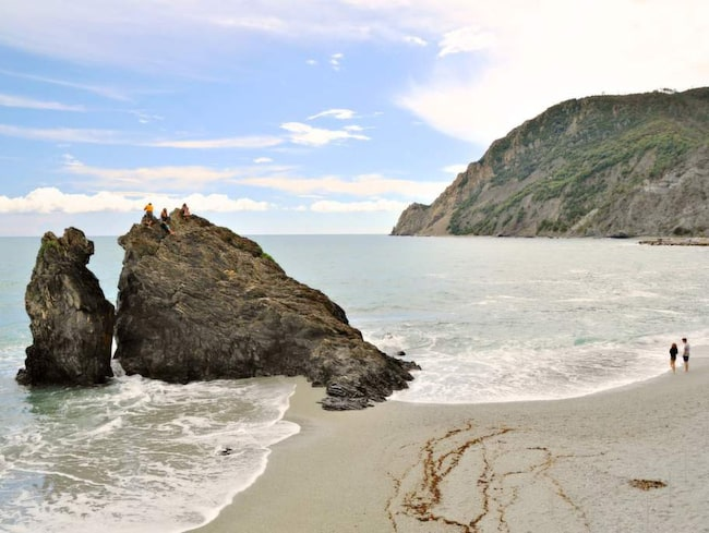 Den mäktiga stranden vid Monterosso i Cinque Terre.