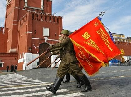 På segerdagen mot Nazityskland i maj i år hölls den första militärparaden på Röda torget i Moskva sedan Sovjetunionens fall. Foto: SCANPIX