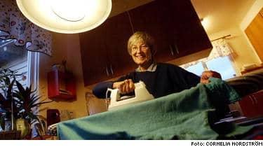 Ann-Marie Bogren och hennes man Bertil har hittat ett bättre och säkrare sätt att värma upp villan -med Tranås Energi.