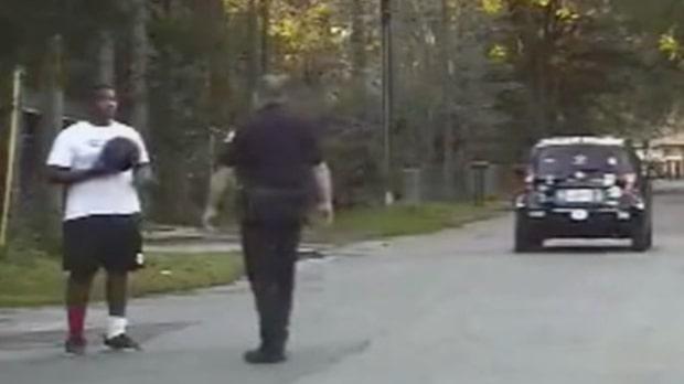 Polisen överraskar ungdomarna med superstjärnan