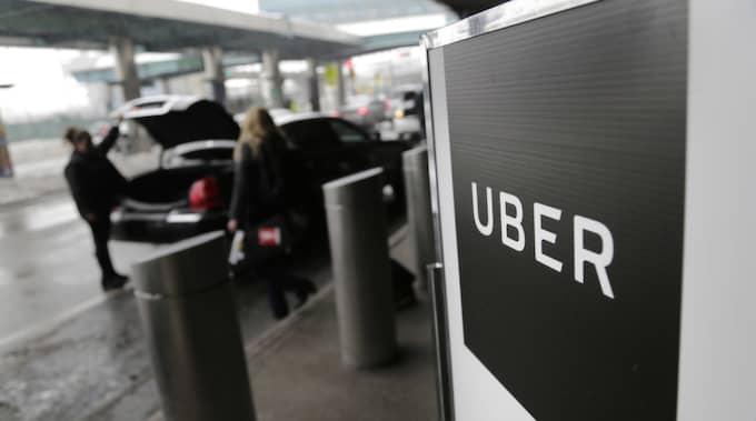 Ytterligare en nyckelperson har nu lämnat taxibolaget Uber. Foto: Seth Wenig/AP/TT