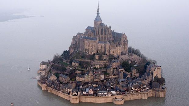 Turistmål i Frankrike evakueras – hotfull man jagas