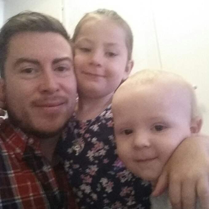Daniel Silva med dottern Leticia, fem år, och Emilio, två år. Foto: Privat