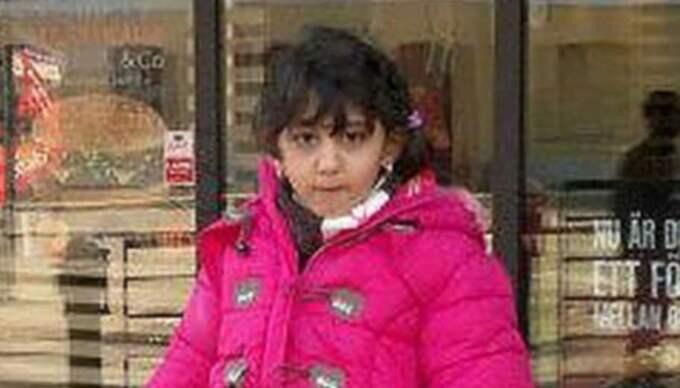 SOM HEMMA. Yara utanför McDonald's i centrala Karlskrona. Hon trivdes bra i Sverige och hade regelbunden kontakt med sina föräldrar i Palestina via Skype. Foto: Privat