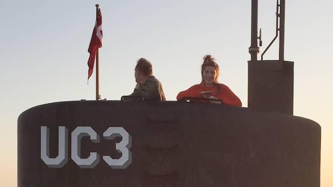 Flera vittnen såg Kim Wall när hon och Madsen var ute på en tur med dennes ubåt den 10 augusti. Två dagar senare häktades Madsen, misstänkt för att ha orsakat Kim Walls död. Dessa misstankar kom senare att skärpas till misstänkt mord.