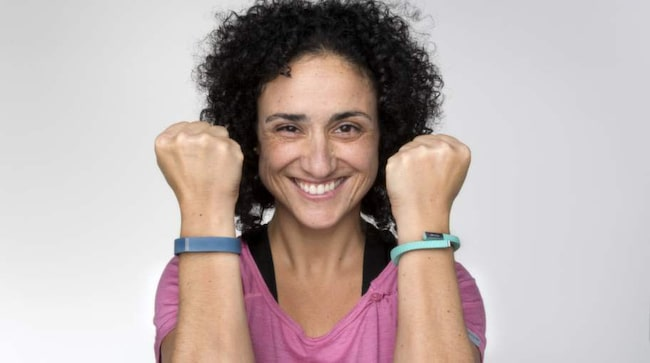 Trenden att logga sig själv är populärare än någonsin. Jawbone UP och Fitbit loggar dig dygnet runt. De håller koll på hur du sover, vad du äter och hur mycket du rör dig. Maria Schultz har testat de heta träningsarmbanden.