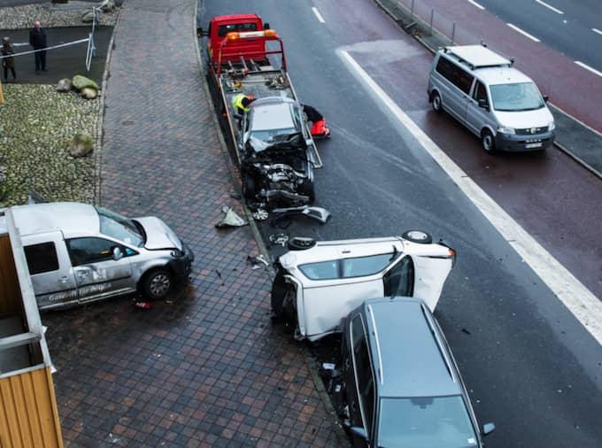 Amiralsgatan i februari 2015. En kvinna blir svårt skadad i en trafikolycka efter att en förare försökt köra ifrån polisen Foto: Christian Örnberg