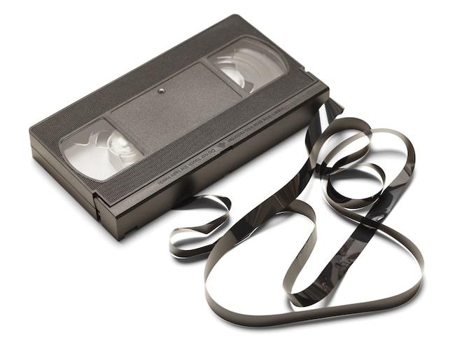 Kan man väva med kassett-tejpen från gamla VHS-band? undrade Britt och bestämde sig för att testa....