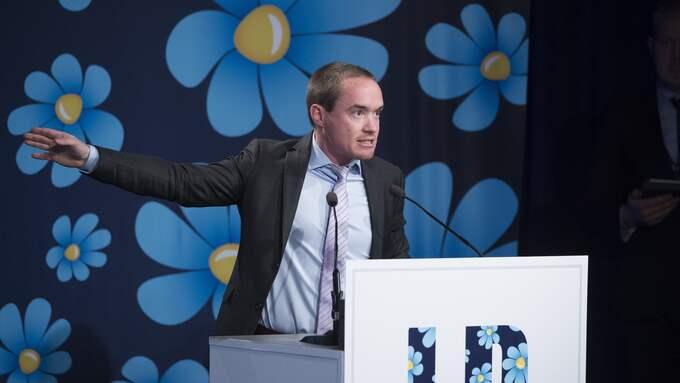 """Hur mycket """"jag gör vad fan jag vill"""" klarar SD-ledningen? Hur många krogbråk klarar Ekeroth?, skriver Lars Lindström. Foto: SVEN LINDWALL"""