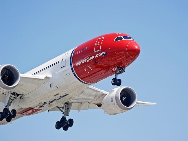 Norwegians regler väckte stark kritik – nu backar flygbolaget.