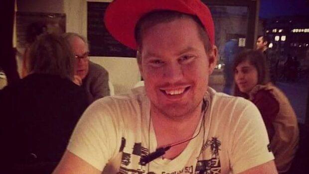 Eddie, 31, hittades död i sitt hem – man gripen