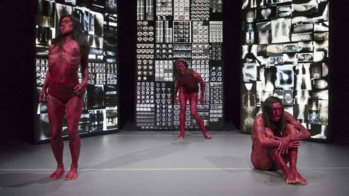 JAPANINSPIRERAT. Koreografen Pedro Goucha Gomes låter Göteborgsoperans dansare laborera med buthoteknik, med gott resultat på Göteborgsoperans lilla scen. Foto: Foto: JUBAL BATTISTI