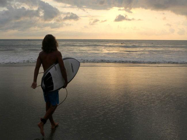 Solnedgångssurf är den bästa surfen, ljuset är magiskt och framför allt är det inte så stekhett.