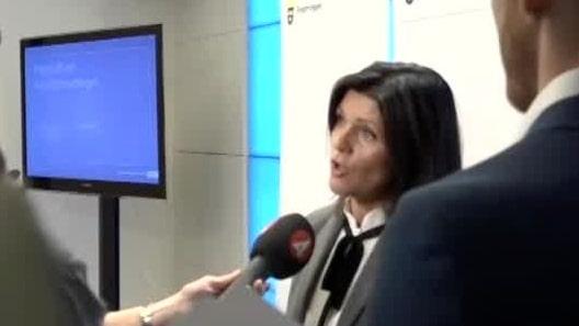 Arbetsmarknadsminister Eva Nordmark slipper en misstroendeomröstning i Riksdagen