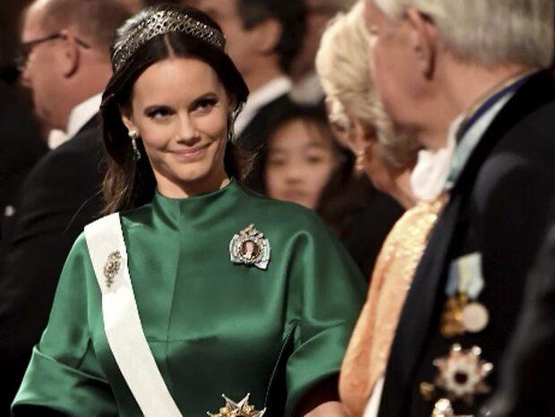Så väljer kungligheterna sin klädsel till nobelfesten