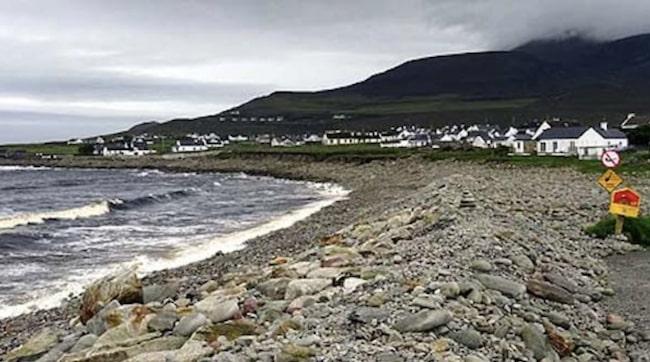 Stranden ligger i Dooagh på ön Achill island i västra Irland. Men de senaste tre decennierna har den inte varit någon strand – utan bara klippor och sten.