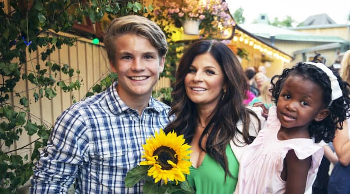 Carola med sonen Amadeus och dottern Zoe. Foto: Stefan Söderström