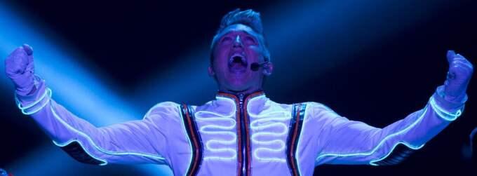 Danny Saucedo på scen under genrepet inför lördagens fjärde deltävling i Melodifestivalen. Foto: Sven Lindwall