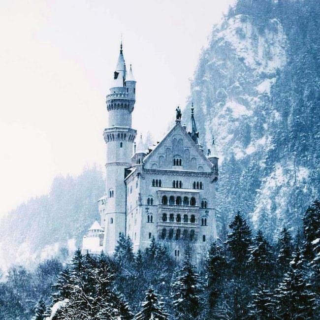 <span>Neuschwanstein i Bayern inspirerade till Disneys &quot;Törnrosa&quot;.<br></span>