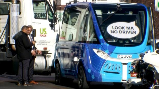 Förarlösa bussar lanserades i Las Vegas - två timmar senare skedde krocken