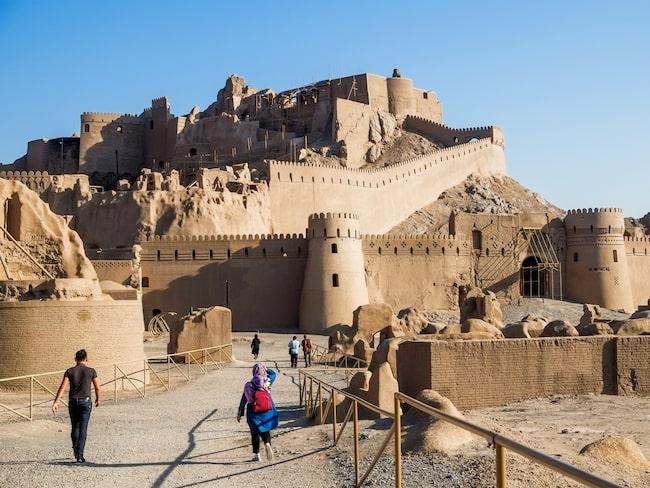 I sydöstra Iran finns ett av världens största byggnadskomplex i lera, fästningen Arg-e Bam.