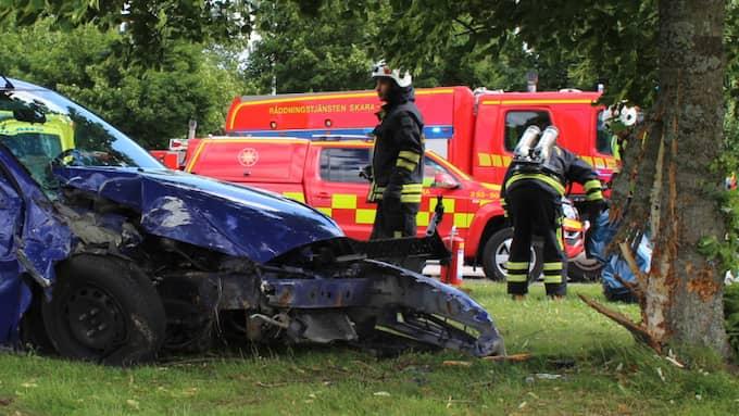 En person har förts till sjukhus efter olyckan. Foto: Christian Svensson