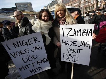 Katarina Wennstam författare och mammaambassadör, och Kattis Ahlström också mammaambassadör. Foto: Robin Benigh